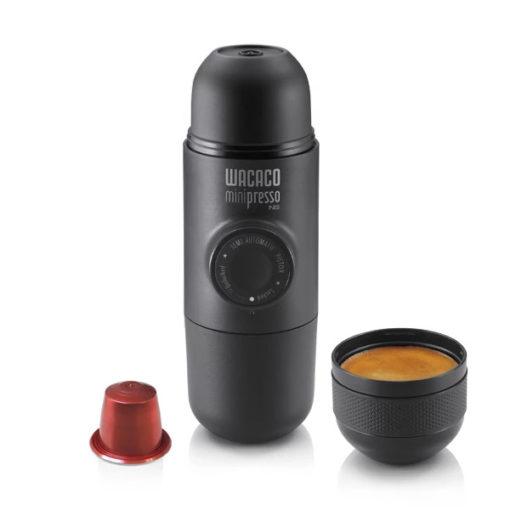 """מכונת אספרסו ניידת Wacaco Minipresso NS מותאמת לקפסולות נספרסו – רק ב169 ש""""ח!"""