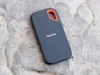 """צלמים? זה בשבילכם! כונן גיבוי מוקשח ומהיר (SSD) דגם SanDisk 1TB Extreme – במחיר הזול ביותר אי פעם! רק 910 ש""""ח!"""